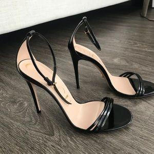 Gucci black patent leather heel